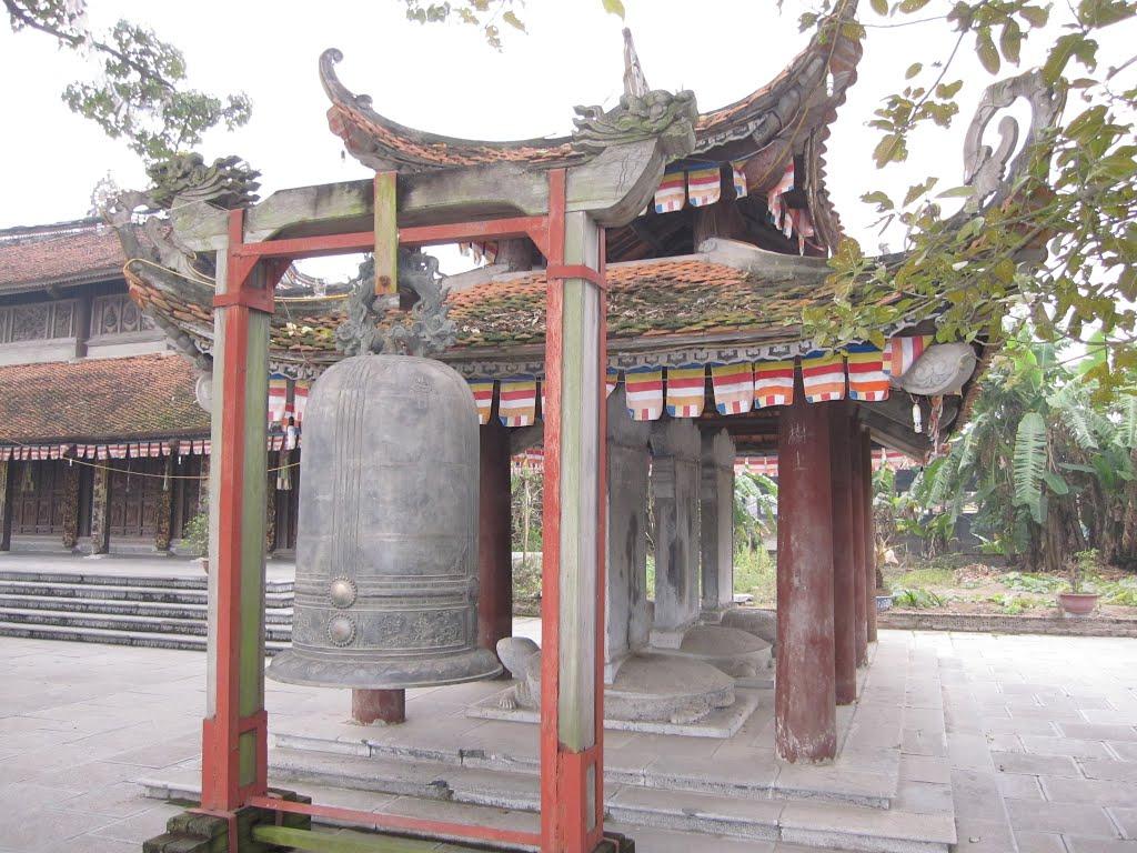 chiếc chuông đồng có niên đại từ thời Minh Mạng