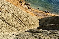 Boat and clay cliff at nejna Bay - Marr - Malta (PascalBo) Tags: nikon d300 malta malte europe nejnabay gnejnabay marr mgarr landscape paysage sea mer beach plage outdoor outdoors boat bateau pascalboegli