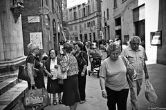 siena mittags (josefcramer.com) Tags: europe summer italy italia italien ventimiglia lucca pesaro gallipoli salerno murlo siena urban people street strase menschen leica m9 m 35mm summicron asph sommerurlaub josef cramer alassio menton strasenfotografie streetphotography