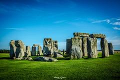 Stonehenge (graser.robert) Tags: stonehenge stone stones england gb greatbritain grosbrittanien welt kultur erbe wiese blau grn grau steinzeit amesbury wiltshire grab grber grabsttte tourist weltkulturerbe robert graser photo artist