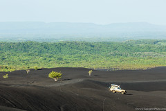 20. Cerro Negro we are back, Nicaragua-3.jpg (gaillard.galopere) Tags: 2016 4wd 4x4 5d 5dmkiii apn america amrique canon compositionettypedephoto continentsetpays couleur ef eos extrieur mkiii ni nic nicaragua toy toyota travel volcan ameriquecentrale anne ash black canonphotography cendres cerronegro color colorful green landcruiser negro noir obscur offroad out outside serie6 sixtyseries verde vert volcanes volcano