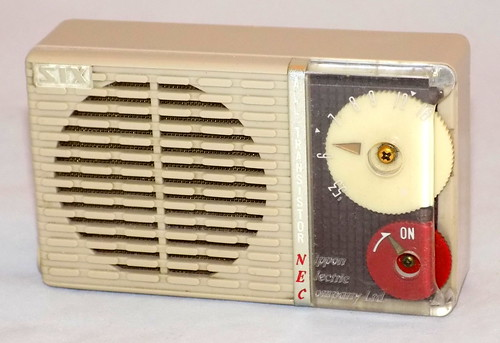 nec transistorradio nipponelectriccompany reverseplastic nectransistorradio modelnt61 transistorradiocollection vintagejapanesetransistorradio vintagenecmodelnt61transistorradio