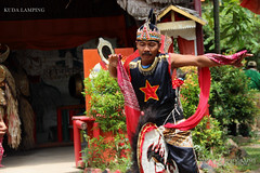 Tarian Kuda Lumping (AMO TE PHOTOGRAPHY) Tags: horse canon indonesia photography eos photo dance d 600 amo canoneos kuda melayu malay amote tradisional teamo calture tarian 600d kudalumping lumping tariantraditional horsedance canoneos600d
