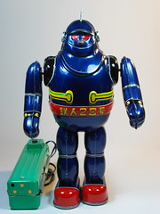 Billiken  Tin Battery Operated  Tetsujin 28 Go (28)  Blue Version  Front (My Toy Museum) Tags: tin go battery 28 operated billiken tetsujin
