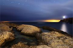 Y el cielo se abrio para mostrar las estrellas (carmenvillar100) Tags: sea lighthouse landscape faro mar ibiza estrellas eivissa nocturnas rocas portinatx nikond90