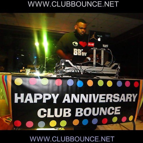The Club Bounce 12 year anniversary party was packed with over 500 beautiful people including celebs from MTV, athletes from the NBA and previous NFL and a few award winners from AVN!! Everyone parties together at Bounce!! It