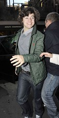 (One Direction Archive) Tags: uk funnyface london belt funny tshirt running runningaway greencoat xfactor funnyexpression greytshirt greenjacket onedirection harrystyles gantjacket checkedtshirt