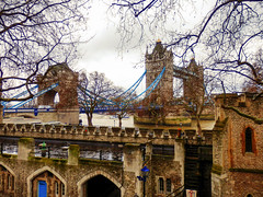 View from The Tower of London (photphobia) Tags: tower toweroflondon london castle castillo fortress city oldwivestale cityoflondon outdoor architecture buildings building buildingsarebeautiful towerbridge riverthames