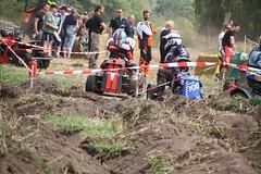 IMG_9304 (Wallus2010) Tags: rasenmherrennen2015 grosmoor motorsport rennen hbschemdchen boxenluder eos500d tamron18200vc lawnmowerracing lawnmower racing germany moorbockcross 2016 moorbockrennen