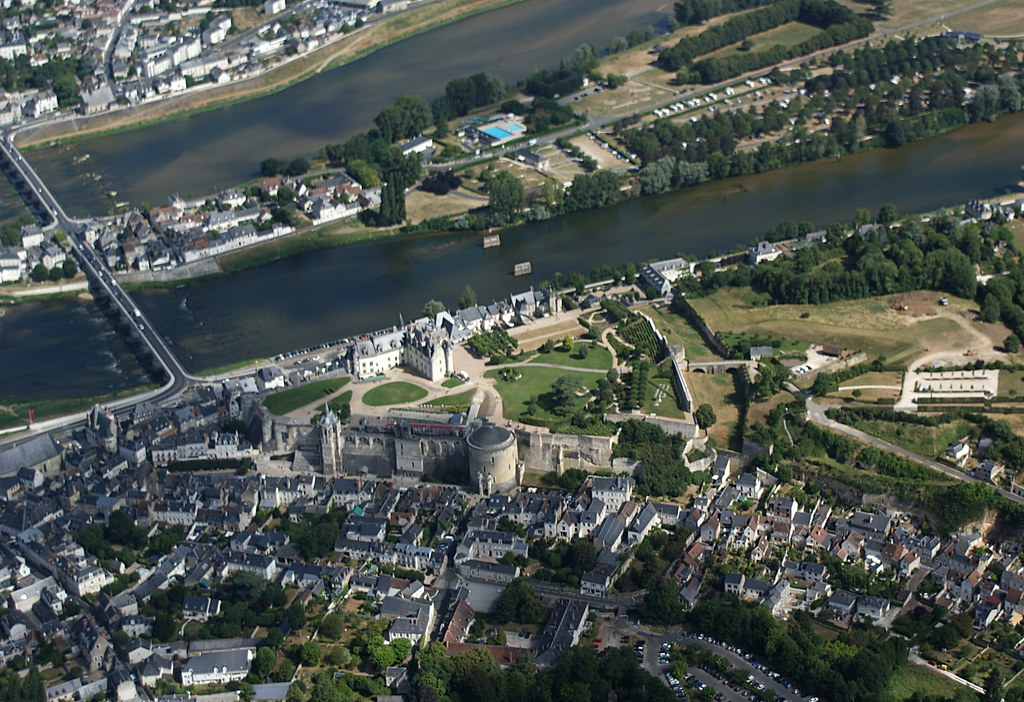 Chateaux Tour No 5 - Amboise - it's there, on a hilltop in the middle of town