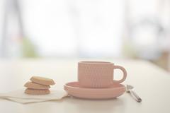 Vuelta a alguna rutina (Ines L. Pisano) Tags: cafe coffee taza rosa pastel galletas desayuno soft pink cupofcoffee breakfast cookies