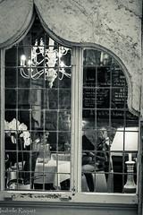 Tte  tte (Isabelle Roquet) Tags: fentre cadre restaurant noir et blanc intimit