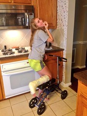 Haley36_BTGgfhiCYAAmv9N (cb_777a) Tags: broken leg ankle foot cast crutches toes usa