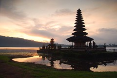 Ulundanu Temple (Yande Ardana) Tags: beratan bedugul baliphotographytours ulundanu8054