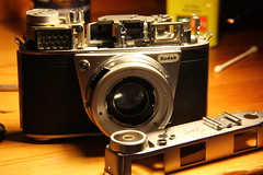 Kodak Retina IIIS - Top dismantled to unstick rangefinder mechanism (TempusVolat) Tags: camera film digital 35mm canon vintage fix eos 50mm mechanical kodak sticky rangefinder repair maintenance precision 28 dslr canoneos gareth digitalslr mechanism mend 027 dismantle mending retina tempus iiis xenar dismantled schneiderkreuznach topoff 60d canon60d volat eos60d wonfor mrmorodo garethwonfor tempusvolat