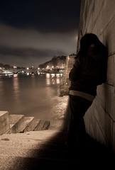 Le côté obscur de la ville. (Ubere) Tags: paris seine