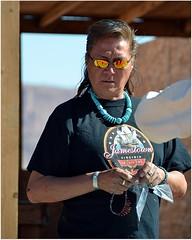 .. est devenu un Navajo moderne et pacifique se livrant  la commerce avec les blancs. (Barbara DALMAZZO-TEMPEL) Tags: arizona usa threesisters navajo monumentvalley johnfordspoint ventedebijoux