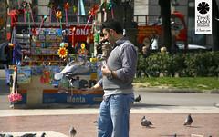 Palo (Trece Ocho Studios) Tags: barcelona parque color canon pigeon bcn paloma momento vida juancho phos treceochostudios treceocho
