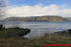 Innvikfjorden - Utvik (soyouz) Tags: fjelli geo:lat=6180685800 geo:lon=651954300 geotagged nor norvge sognogfjordane utvik fjord montagne innvikfjorden norvegela