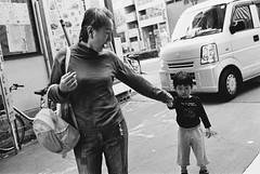 Shinjuku-Gyoenmae, Tokyo (fabiolug) Tags: woman child kid car shinjukugyoenmae shinjuku people street streetphotography tokyo japan japanese asia leicamp leica mp rangefinder film filmphotography believeinfilm blackandwhite blackwhite bw kodaktrix400 trix400 kodak trix kodaktrix voigtlandernoktonclassic35mmf14 voigtlandernokton35mmf14 voigtlander35mmf14 35mm voigtlander