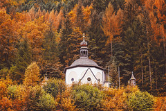 Everything you look at can become a fairy tale (www.juliadavilalampe.com) Tags: hallstatt castle autumn otoo fall trees nature beauty landscape cpulas architecture love orange naranja colors