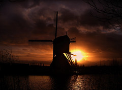 CIMG1777 Kinderdijk sunset (pinktigger) Tags: sunset holland netherlands windmill dutch nederland kinderdijk molen mulino blokker