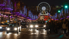 Paris, Champs Elyses, nuit de fte (Michel Couprie) Tags: christmas street people paris france reflection cars night canon eos traffic tripod illumination 100mm reflet 7d ferriswheel headlight nol avenue nuit champselyses granderoue phares feuvert yahoo:yourpictures=winter trafficlifgt