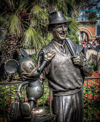"Storytellers statue on Buena Vista Street • <a style=""font-size:0.8em;"" href=""http://www.flickr.com/photos/85864407@N08/8347926314/"" target=""_blank"">View on Flickr</a>"