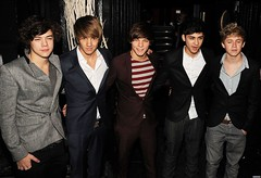 (One Direction Archive) Tags: zainmailk niallhoran harrystyles liampayne louistomlinson onedirection xfactor contestants wrapparty studiovalbonne jacket black grey tweed shirt white suit smart smiling tshirt stripytshirt denimjeans funnyface stripy red maroon belt brown halflength london uk