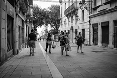 Streets of Tarragona (zehiotrump) Tags: olympus olympusomd omdem10 omd omd10 olympusomd10 micro43 microcuatrotercios microfourthirds mirrorless monocrome bn blackandwhite blancoynegro 20mm lumix street streetphotography