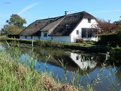 reflectie woonboerderij bij De Geer (bcbvisser13) Tags: woonboerderij reflectie wetering geerkade degeer gemstichtsevecht provutrecht nederland eu