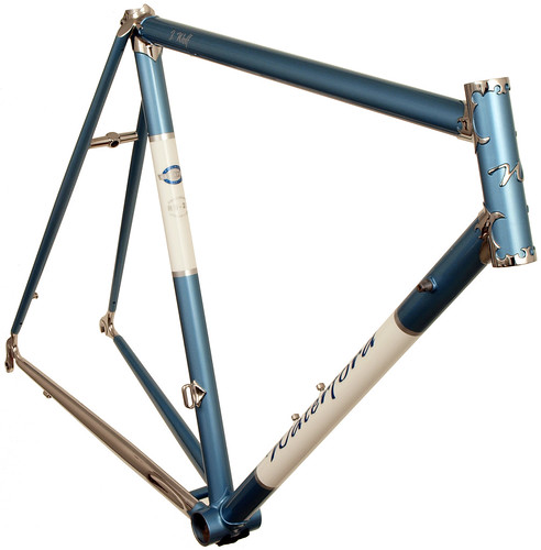 <p>Front view of Waterford 22-Series stainless Newvex Lugs from Richard Sachs with stainless steel dropouts and chainstays.  Masked silver stripes border the white downtube and seat tube panels. 64237</p>