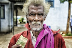 indian man with money at bylakuppe