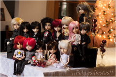 Felices fiestas!! (mymuffin_15) Tags: new white canon eos rebel 50mm punk king dragon sebastian abby year dal william steam full melody diana hide wig ala romantic pullip jul custom elliot blanche naoki apollo julius hash vlad damian gyro vladimir hayato arion mian tantus cybrian richt isul abaddon setsuna obitsu touya taeyang estrelli t1i