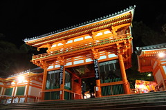 Shrine at night (Teruhide Tomori) Tags: red building japan architecture night construction kyoto shrine     yasaka