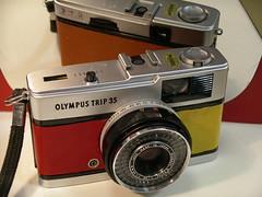 Olympus trip 35 multi colour covering (caparobertsan) Tags: camera film lens mm filmcamera 35 olympustrip35 zuiko compactcamera beneton olympustrip 35mmfilmcamera cameraleather snapshotcamera zuikoe4017