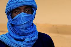 TUAREG AZUL TOMBUCTU (TEO TARRAS) Tags: africa sahara azul niger retrato viajes desierto mali mirada tuareg aventura portraid tnica exotismo