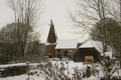 Bough Beech Oast House (Gareth Christian) Tags: snow nikon 1855mm kwt oasthouse boughbeech kentwildlifetrust afsnikkor1855mm13556giied d7000