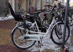Fiets Batavus, Alkmaar, Langestraat (Nik Morris (van Leiden)) Tags: holland netherlands bike nederland bicycles fietsen fiets batavus mamafiets