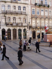 Roasted Chestnuts street vendor (ines s.) Tags: street autumn winter santacruz portugal vendedor chestnuts vendor inverno coimbra outono vendeur castanhas chataignes castanhasassadas regiãocentro