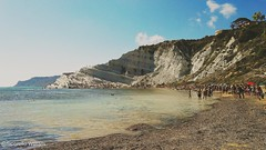 Scala dei Turchi , Realmonte, Sicily (William Sicorello) Tags: sea mediterraneo mare sky cielo clouds nuvole colori colorful waves people sicilia sicily scaladeiturchi realmonte white mountain coast