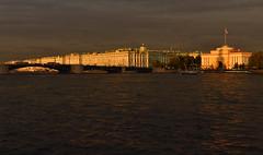 RUSSIE - Saint Petersbourg - l'Ermitage en soire orageuse depuis la Neva (AlCapitol) Tags: russie saintpetersbourg nikon d800 lermitage neva river sunset orage thunderstorm muse