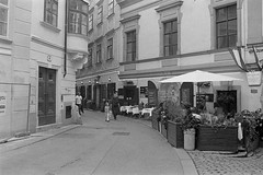 Schoenlaterngasse (redy1966) Tags: f3 f3t analog analogue bw bnw monochrome wien vienna street schoenlaterngasse schnlaterngasse trix 400 adox adonal