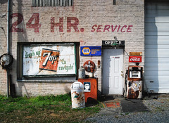 Closed 24 Hours (hutchphotography2020) Tags: servicestation gas 7up gaspumps 24hourservice nikon