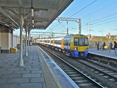 378204 At Camden Road (Deepgreen2009) Tags: station electric train railway camdenroad 378 northlondonline londonoverground