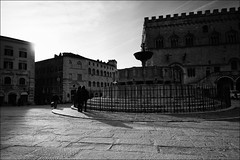 Perugia (andaradagio) Tags: bw italy italia perugia bianconero umbria sigma1020 fontanamaggiore flickraward mygearandme mygearandmepremium mygearandmebronze andaradagio nadiadagaro