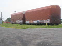 More oversized railway cars (Michael Berry Railfan) Tags: cn quebec montreal canadiannational deuxmontagnessub valroyal valroyalyard