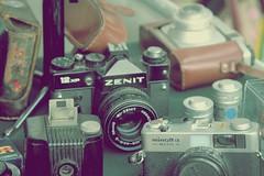 Feira de antiguidades (Nathalia pimentel) Tags: canon polaroid espanha minolta feira curitiba da praa zenit telefone antiguidade curitibano
