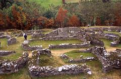 Castro de Coaña 80 (vista parcial) (Rafael Jiménez) Tags: españa archaeology spain asturias castro slides 1985 celta diapositivas arqueología coaña galos celtas castrocelta aboutiberia