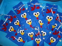 Saquinhos de doces (Giraffa Chic Presentes Artesanatos e Variedades) Tags: galinha feltro doces saquinhos